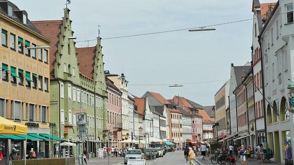 Wie kann ich nach einem Deutschkurs in Freising mein Deutsch weiter verbessern?